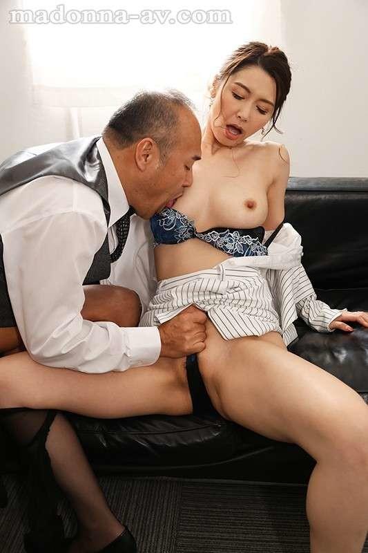 来客户按摩乳推打飞机,性感长腿脱下舔背摩擦,抬起屁股乳交打飞机